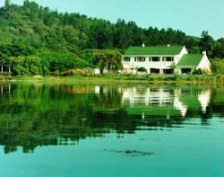 Point Lodge - Point Lodge is peaceful and secluded with panoramic views across the lagoon to the Knysna Heads. Superbly situated, right at the Water's Edge, the gracious double storey is set in beautiful gardens and ... #weekendgetaways #knysna #gardenroute #southafrica