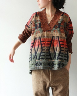 [CHRISTOPHE Sauvat] NEW MEXICO CROPPED JUMPER    I don't know whether this is knitted or not--but I know I'd like to knit it!!!
