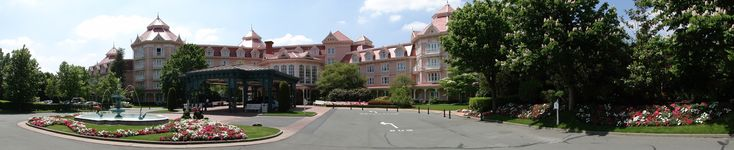 #Disneyland Hotel. The entrance of the Disneyland Hotel #DLP #DLRP #Disney DLH