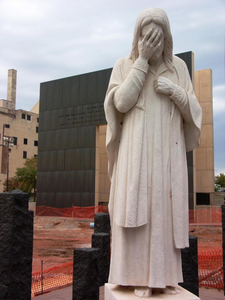 Oaklahoma city bombing memorial statue, Jesus weeping