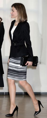 3 Feb 2016 - Queen Letizia attends Forum Againt Cancer. Click to read more