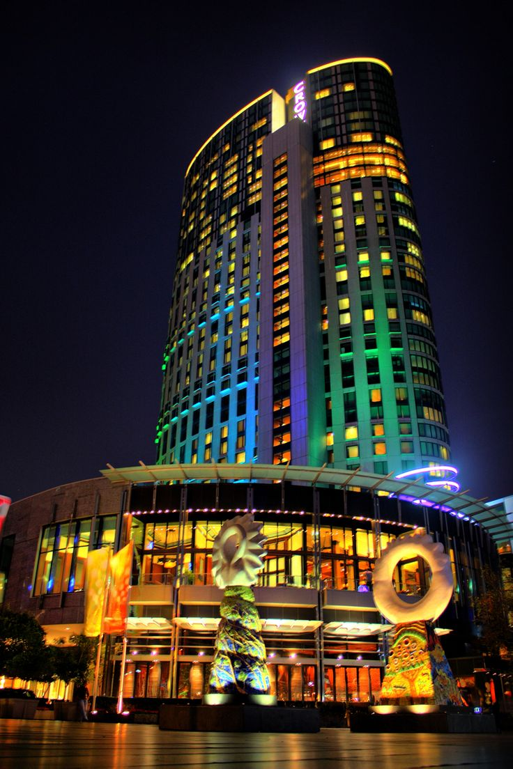 Crown Casino Melbourne, sculptures and lights