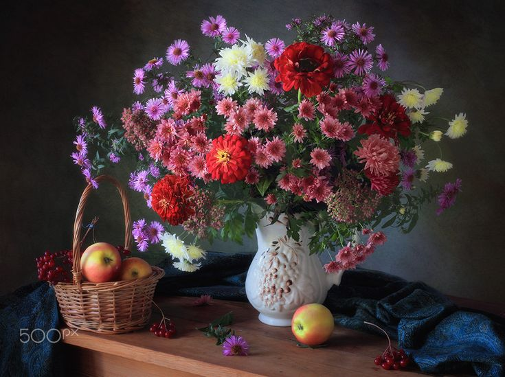 Still life with a bouquet of chrysanthemums - null