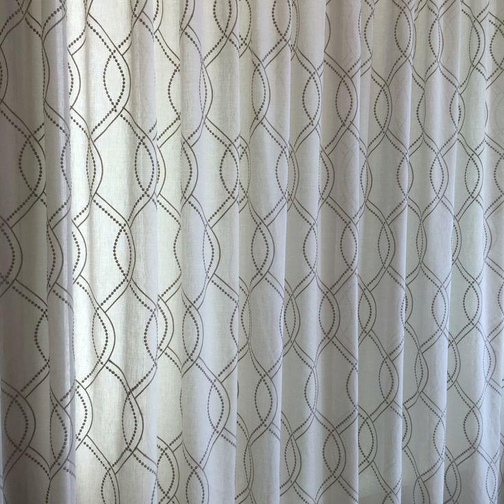 Janike de Saum & Viebahn: Visillo bordado de la colección Country. Foto: Montesinos, Sabadell.