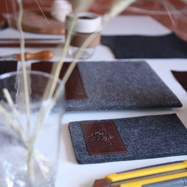 Мы в новой мастерской! Ура!) Все из натурального шерстяного войлока.  #dichstore #cover #devos #wool #leather #craft www.dichstore.com DICH store. Wool&Leather craft. Handmade in Sant-Petersburg. Since 2013.