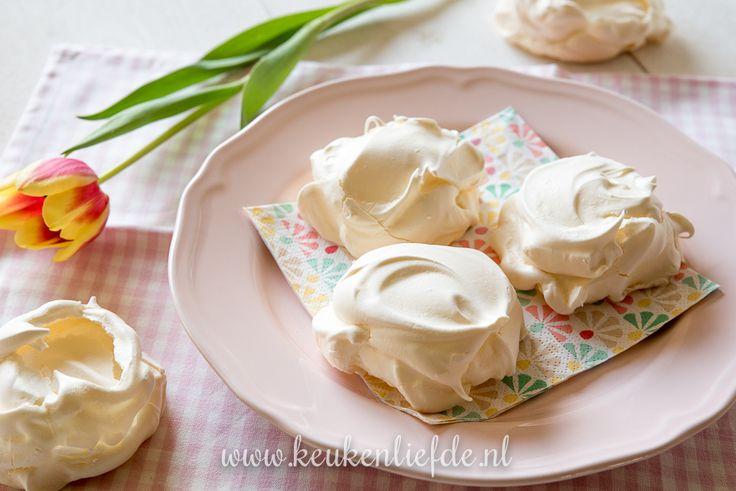 Dit basisrecept voor meringue moet iedereen in huis hebben. Ze zijn de basis voor tal van zoete heerlijkheden of je eet ze gewoon zo.