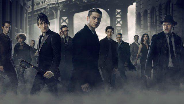 Batman temalı, meşhur suç şehri Gotham'ı anlatan Gotham dizisinin yeni sezonu için yeni görüntüler ortaya çıktı. Gotham 3. Sezonunun 19 Eylül'de sevenleri ile buluşacağı belirtiliyor. B…