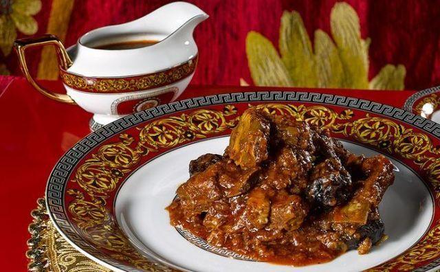 Эсик-флейш — средневековое блюдо. Кисло-сладкое мясо – традиционное блюдо ашкенази — европейских евреев.