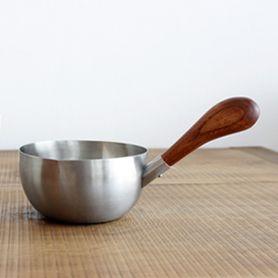 金属製洋食器の世界的産地として知られる新潟県燕市で大正11年の創業以来、真摯にものづくりに取り組んでいる老舗。機能的で美しい、日常の台所道具が揃います。