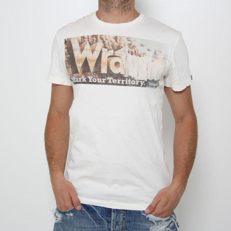 Maglietta Wrangler - W7675FK20  Maglietta manica corta con stampa davanti. Vestibilità regular. Comp.: 100% cotone Dettagli: lavare a 30°