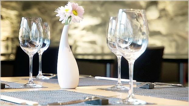 A Cristal Blumenau iniciou sua produção há 40 anos e, ainda hoje, preserva o trabalho de artesãos, sopradores e lapidadores excepcionais.