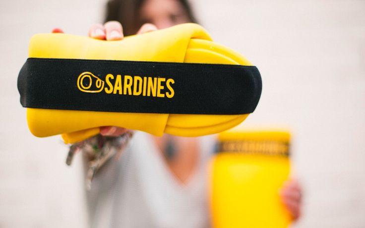 'Sardines' foldable wellies, clever design... Las katiuskas que se pliegan 'como sardinas en lata'