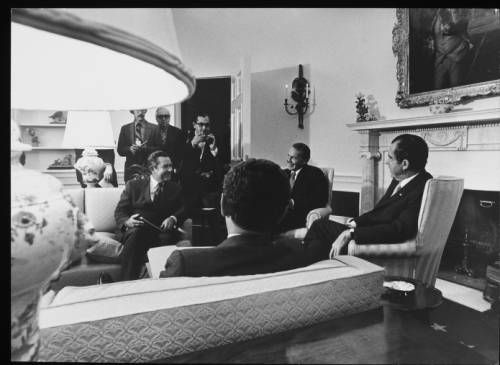 Herbert G. Klein, Nixon and staff in Oval Office :: Herbert G. Klein, Nixon and staff in Oval Office :: Herbert G. Klein Papers, 1940-2000. http://digitallibrary.usc.edu/cdm/ref/collection/p15799coll169/id/41
