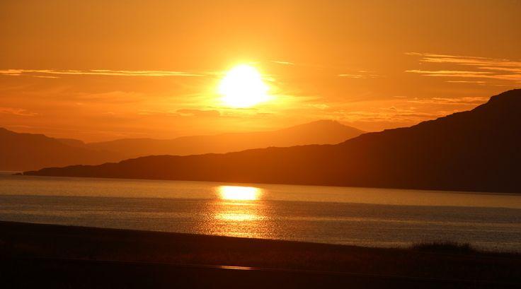 Wat reporter Maarten betreft, verdient #Schotland zeker een plekje op je #bucketlist. Wat vind jij? #zonsondergang #bergen #zee
