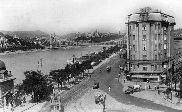 Fővám tér a Belgrád (Ferenc József) rakpart felé nézve.