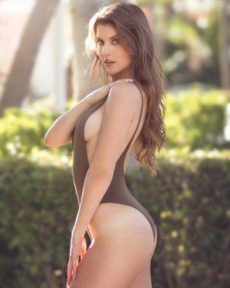 Amanda Cerny great swimsuit #amandacerny #amandacernyhot #playmate