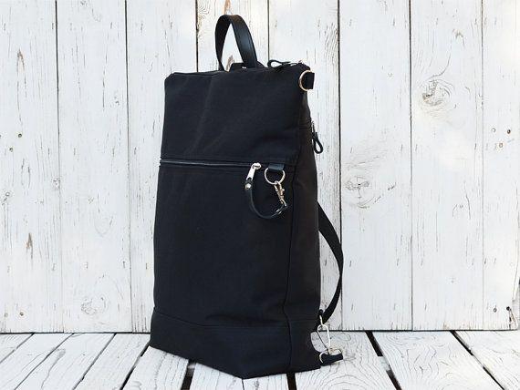 Eine robuste und praktische Rucksack für Frauen und Männer. Rucksack für jeden Laptop-Benutzer und Radfahrer. Die Tasche bieten Ihnen einen einfachen Zugriff auf Ihre Schlüssel, Geldbörse, Handy, Laptop oder irgendetwas anderes. Geräumiger Rucksack mit vielen Taschen!  !!!! IN ZWEI GRÖßEN ERHÄLTLICH!!! Sie sehen den Unterschied in der Größe des fertigen Bildes. Ein kleiner Rucksack---> Blauer Rucksack mit weißen Streifen.   Details *** -Außenmaterial: schwarze Leinwand -interne Material…