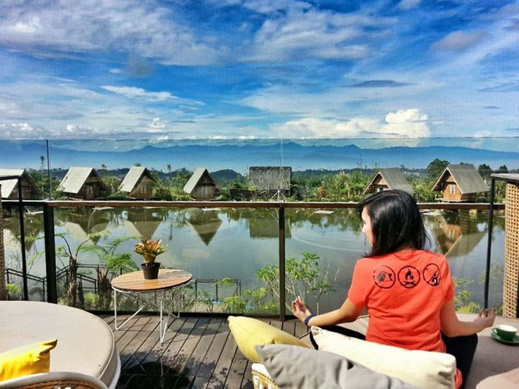 You Can Dine And Enjoy Breathtaking Views From The Hills Of City Lights By Lake Even Paddy Fields In Bandung Heres 15 Restaurants With