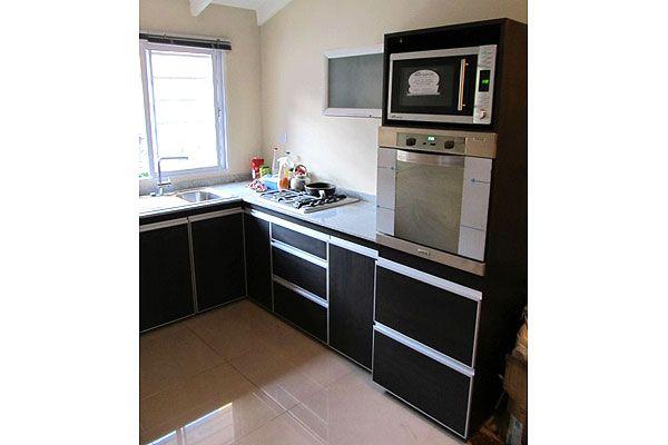 Amoblamiento de cocina en melamina de roble moro touch con for Muebles de cocina para microondas