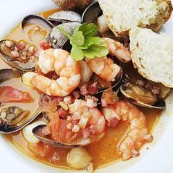Zuppa di pesce e frutti di mare: tutto il sapore del mare nel piatto!