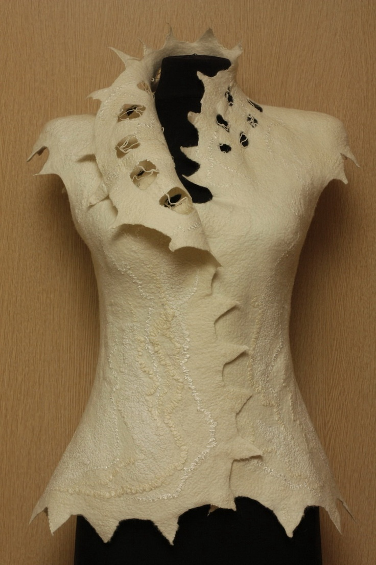Love the pointy edges along the collar!