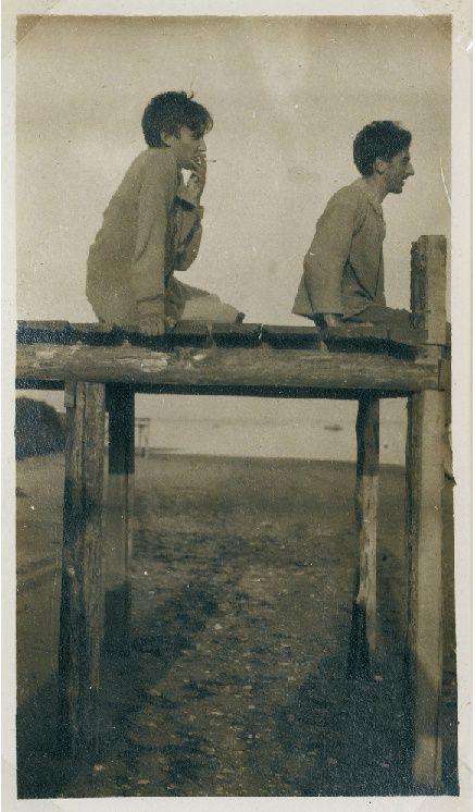 Raymond Radiguet et JeanCocteau à Piquey en 1923 #O.Lettera-Ti - @Libriamo Tutti - http://www.libriamotutti.it/ -