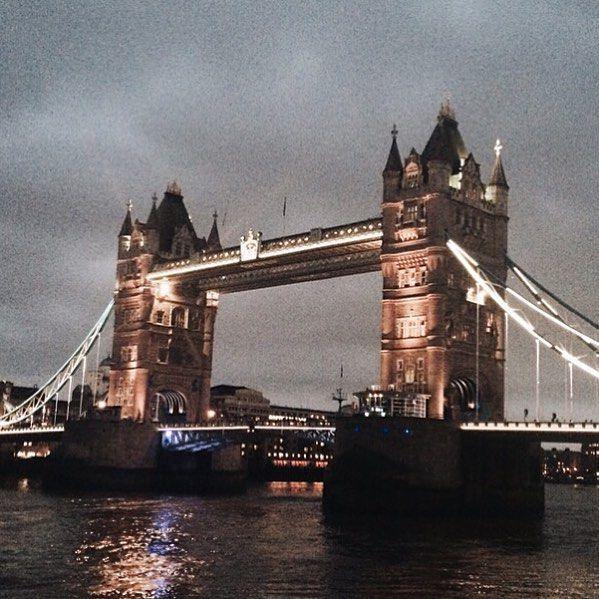 친절하게 낮 밤 둘다 보여드리리  _ _  #영국#런던#london#유럽여행#towerbridge#타워브릿지#towerhill#밤은밤대로#낮은낮대로 by __a_ra_