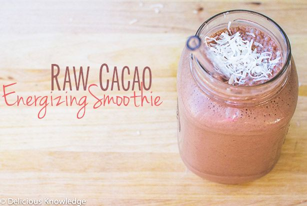 Raw Cacoa Energizing Smoothie! The perfect pre-workout shake to fuel your muscles. Vegan, gluten-free and raw // Full recipe on Delicious-Kn...