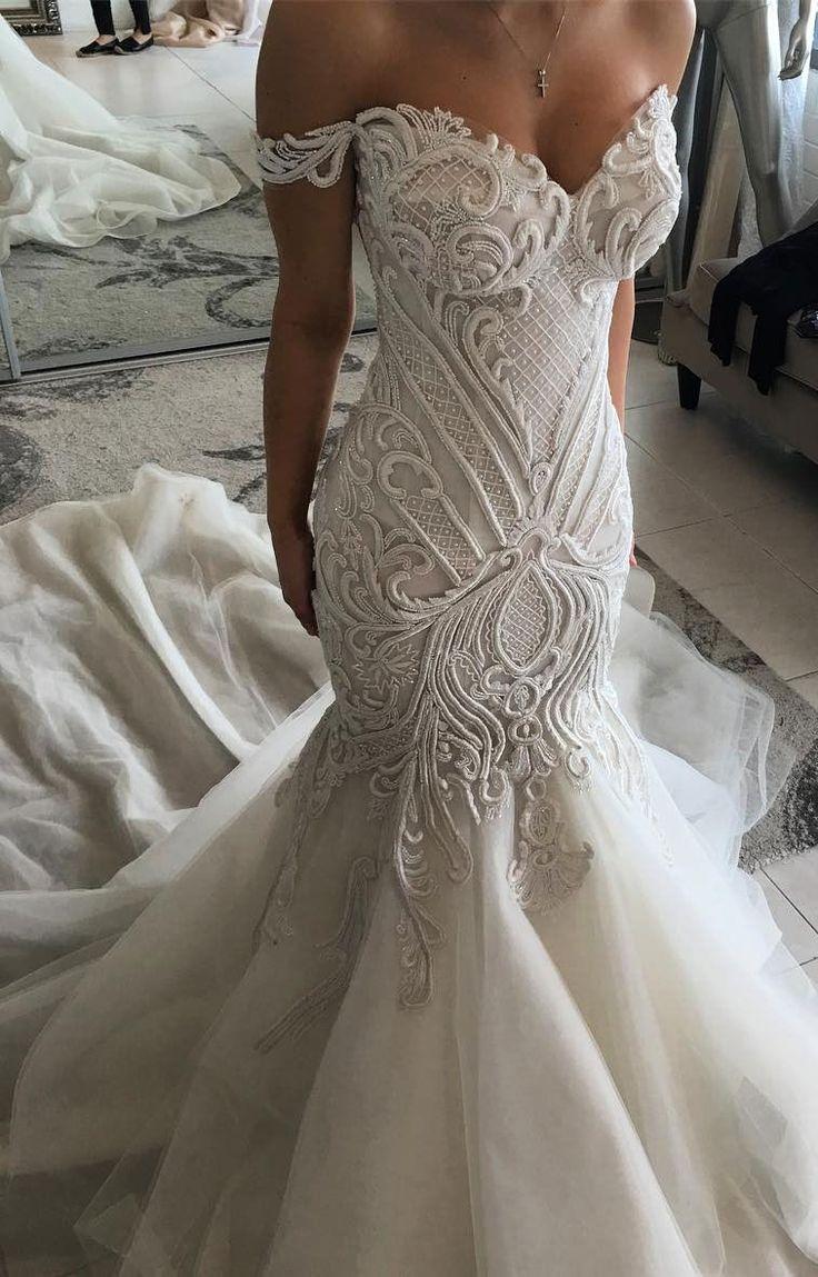 Atemberaubendes Brautkleid mit tollen Details  #atemberaubendes #brautkleid #det…