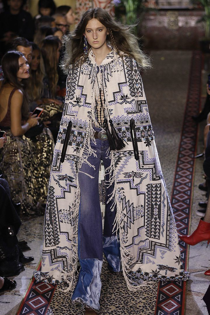 Peter Dundas irrumpe en la semana de la moda milanesa con una colección fiel a los estampados de la firma y con referencias estéticas al mundo árabe