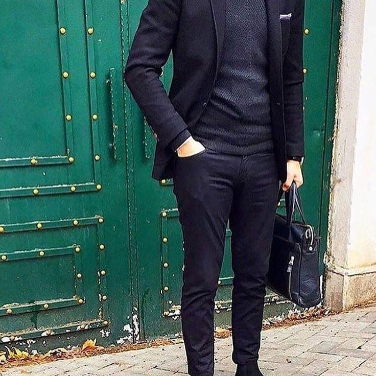 An excellent and sober outfit via @ozankrylcn. Great setup! --- #astorbond #mensfashion #mensstyle #mensaccessories #dapper #dapperman #dapperday #dappermen #dappermensfashion #mensfashionpost #tuesdaymotivation