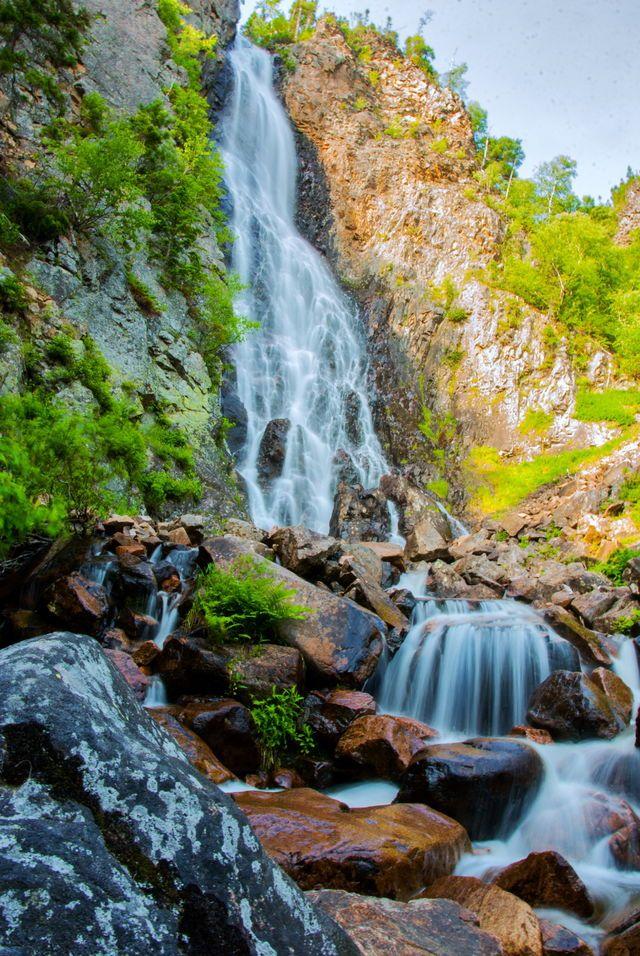 La chute du Ruisseau-Blanc, haute de 45 mètres.