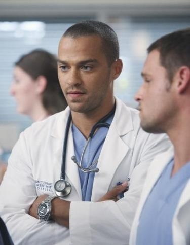 Jesse Williams speaking with Justin Chambers