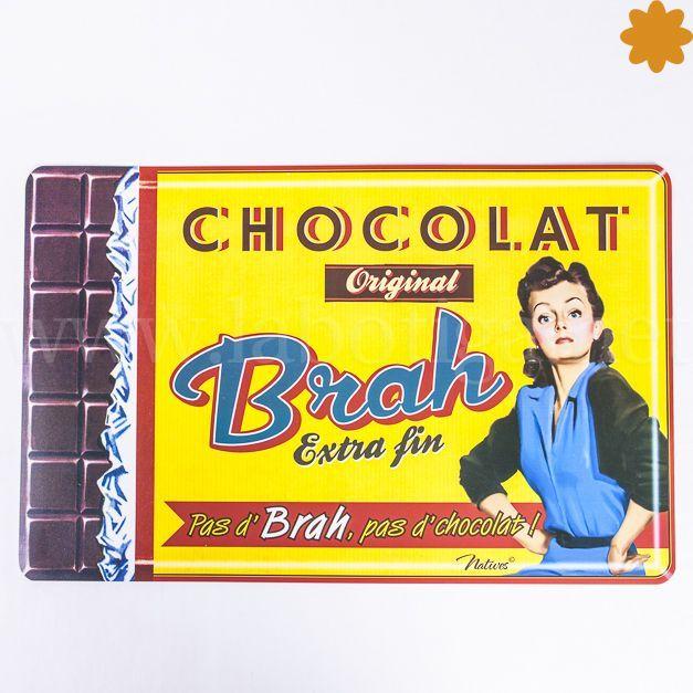 """Divertido<strong>mantel individual<em>""""pas d'brah pas de chocolat""""</em></strong>.Es un regalo con humor para la casa! Este mantel esta decorado con<strong>una chica que anuncia el chocolate de la marca Brah,</strong>con uneslogan:<em>""""pas d'brah pas de chocolat""""</em><strong>. Si no es Brah no hay chocolate</strong><strong>.</strong>Este mantel de estilo r..."""