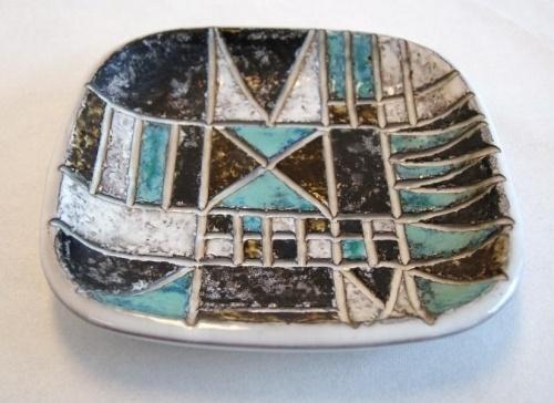 Ingrid Attenberg Uppsala Ekeby fat i keramikk 18x18cm 3cmhy
