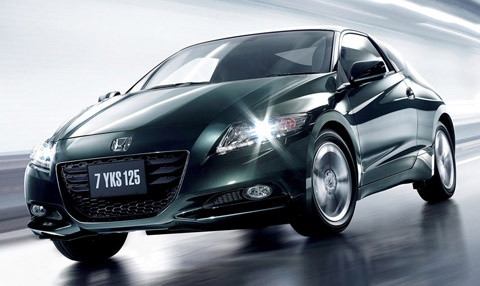 Best Gas Mileage Cars: Honda CR-Z or Hyundai Sonata Hybrid: Ranking in fifth place is a duel between the H companies; CR-Z and the Sonata Hybrid each has a estimated combined 37 mpg. Honda offers a sporty coupe at a comfortable price range while Hyundai offers a full sedan with great gas mileage.    Honda CR-Z: 35 City/39 Hwy (37 Combined), Base price: $19,345. 1.5-liter, 4-Cylinder engine with 122 hp. 0-60 mph in 9.7 secs.
