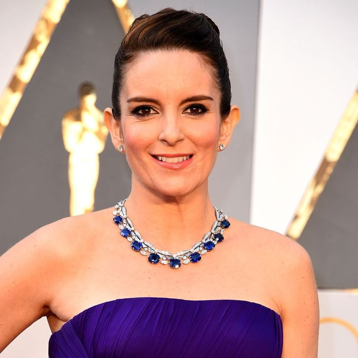 Tina Fey at the 2016 Oscars wore a Bulgari blue sapphire and diamond necklace