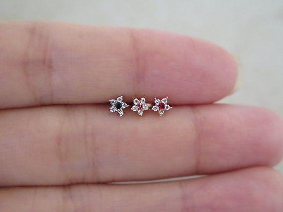 Sierlijke bloem Piercing/Tragus oorbel/kraakbeen door MinimalBijoux