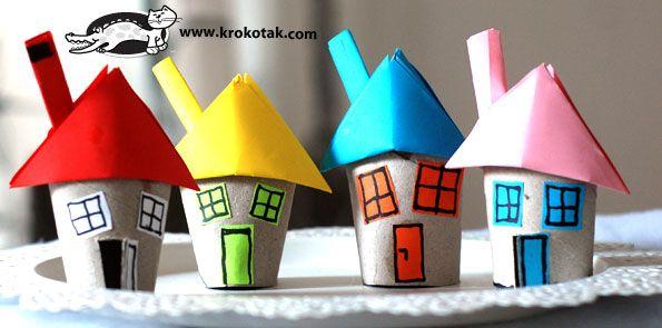 Villaggio di Natale con i rotoli di carta igienica