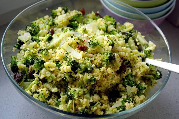 Saffraancouscous met broccoli, bleekselderij, amandel en rozijnen