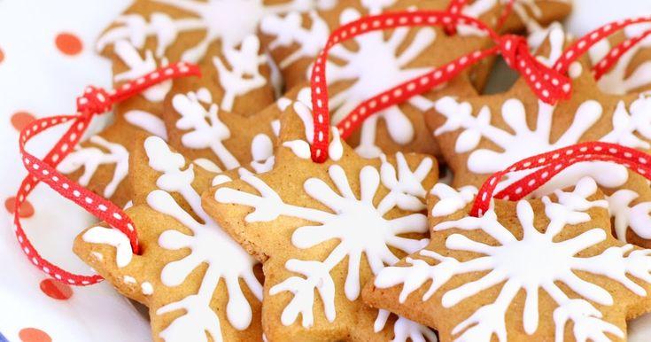 Happy holidays !!! Pour 40 biscuits 100 g de beurre 100 de vergeoise brune 150 g de Lyle's Golden syrup * ou de miel liquide doux 1 œu...