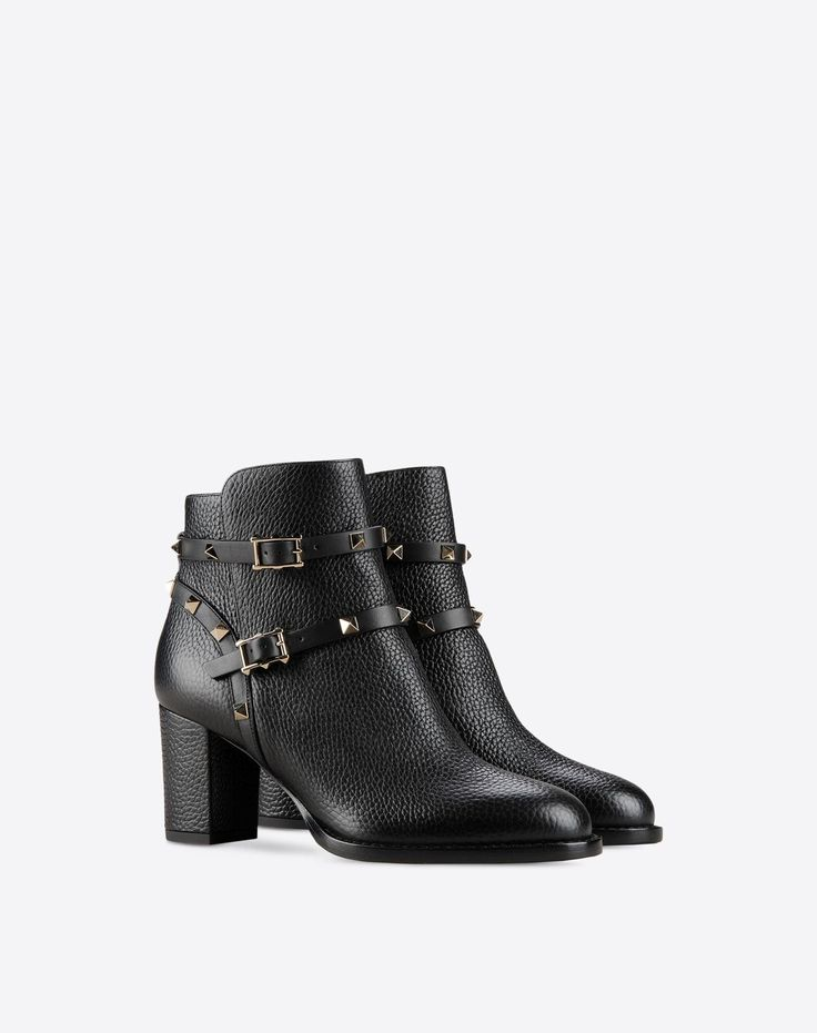 Solid color, Textured leather, Buckle, Studs, Leather sole, Round toeline, Covered heel,