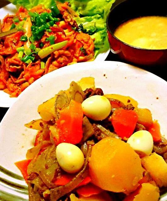 今日は旦那が晩御飯を作ってくれました(^-^)v 肉じゃがはゴボウとうずらの玉子入り♪ けっこうイケたよ(*^^*)   イカと豚バラのキムチ炒めは、最初豚キムチにするつもりが、イカ入れて、チンゲン菜入れて、もやし入れて、舞茸入れて…とどんどん増えていった┐('~`;)┌ けど、野菜いっぱい食べれて、おいしかった~(^∇^) - 28件のもぐもぐ - 旦那作! ゴボウ入り肉じゃが。イカと豚バラのキムチ炒め by s6m5a4t7