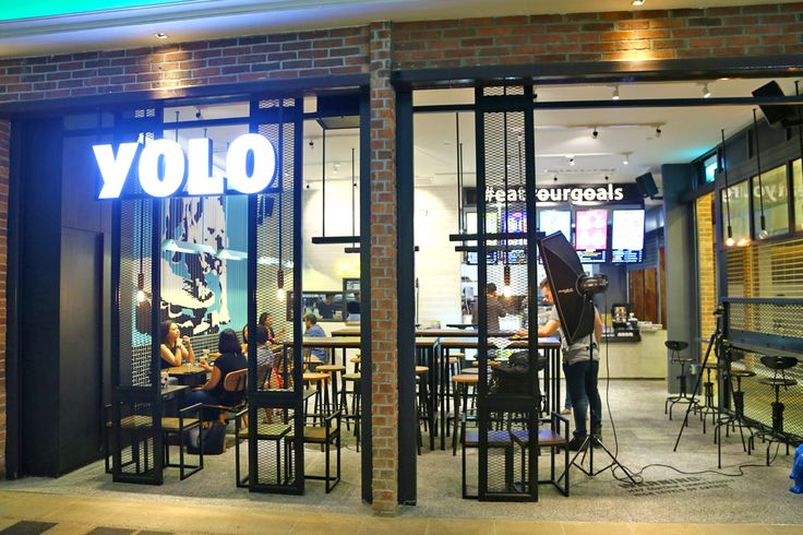 YOLO. You only live once. This is also the name of the salad shop at Icon Village Tanjong Pagar where you can #eatyourgoals.     Whether you are a gym junki