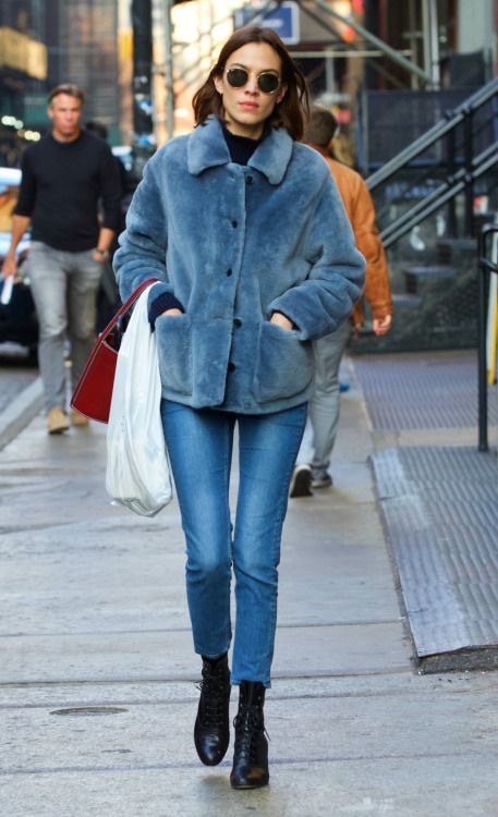 INSPO // Loving this Blue fluffy coat worn by the queen of cool, Alexa.