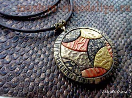 modeling of polymer clay: Texture with traditional wallpaper. Pendant