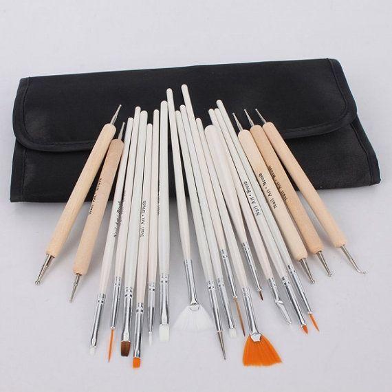 Le matériel indispensable de la nail-artist. #TheBeautyst  http://fr.thebeautyst.com/conseils-beaute/beaute-mode-emploi/materiel-indispensable-nail-artist/?utm_source=Pinterest&utm_medium=Socialmedia&utm_campaign=Nailart