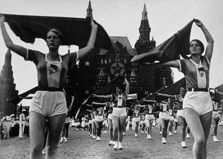 Александр Родченко. Девушки с платками.  1936.  Архив А.Родченко и В.Степановой