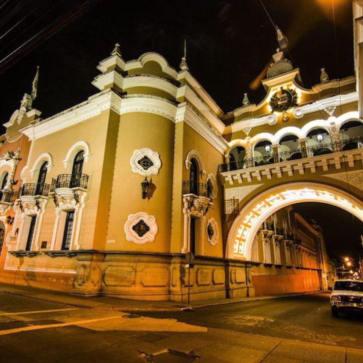 Antiguo edificio de Correos, ciudad de Guatemala - Foto por Esau Beltran Marcos / Old Mail Building in Guatemala City- Photo by Esau Beltran Marcos. Only the best of Guatemala