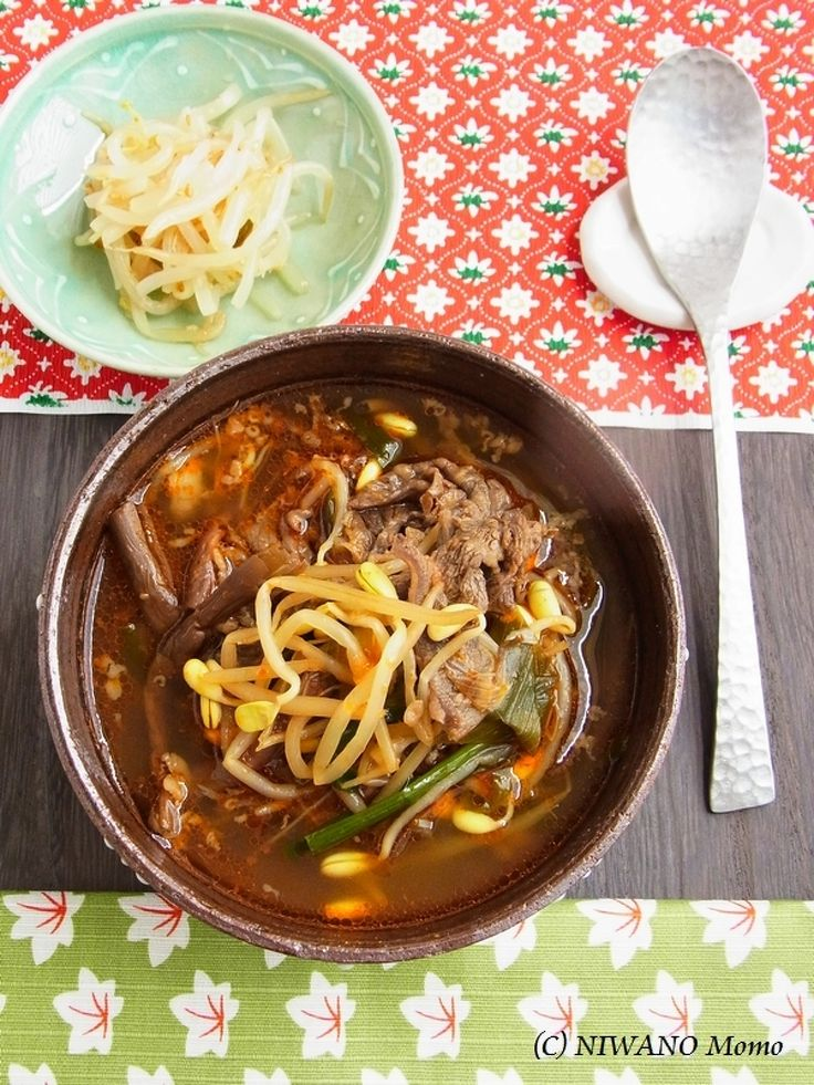 ユッケジャン(韓国風牛肉のピリ辛スープ) by 庭乃桃 / 牛肉の旨みがたっぷり溶け込んだ、お野菜もたくさんいただける韓国風スープ。具材を炒めて煮るだけなので、案外簡単に作れます。ご飯を入れてもおいしいですね♪ / Nadia